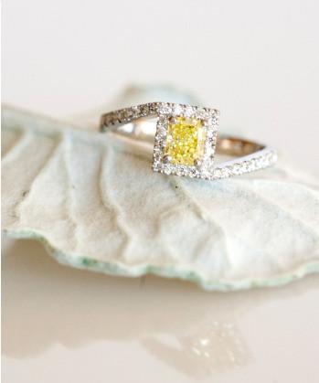 Zásnubní prsten se žlutým diamantem